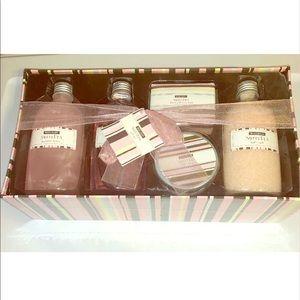 Body Raves Sweet Pea Gift Set - Full Size
